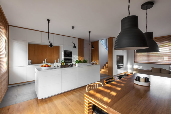 lampy wiszące w kuchni i jadalni w stylu skandynawskim